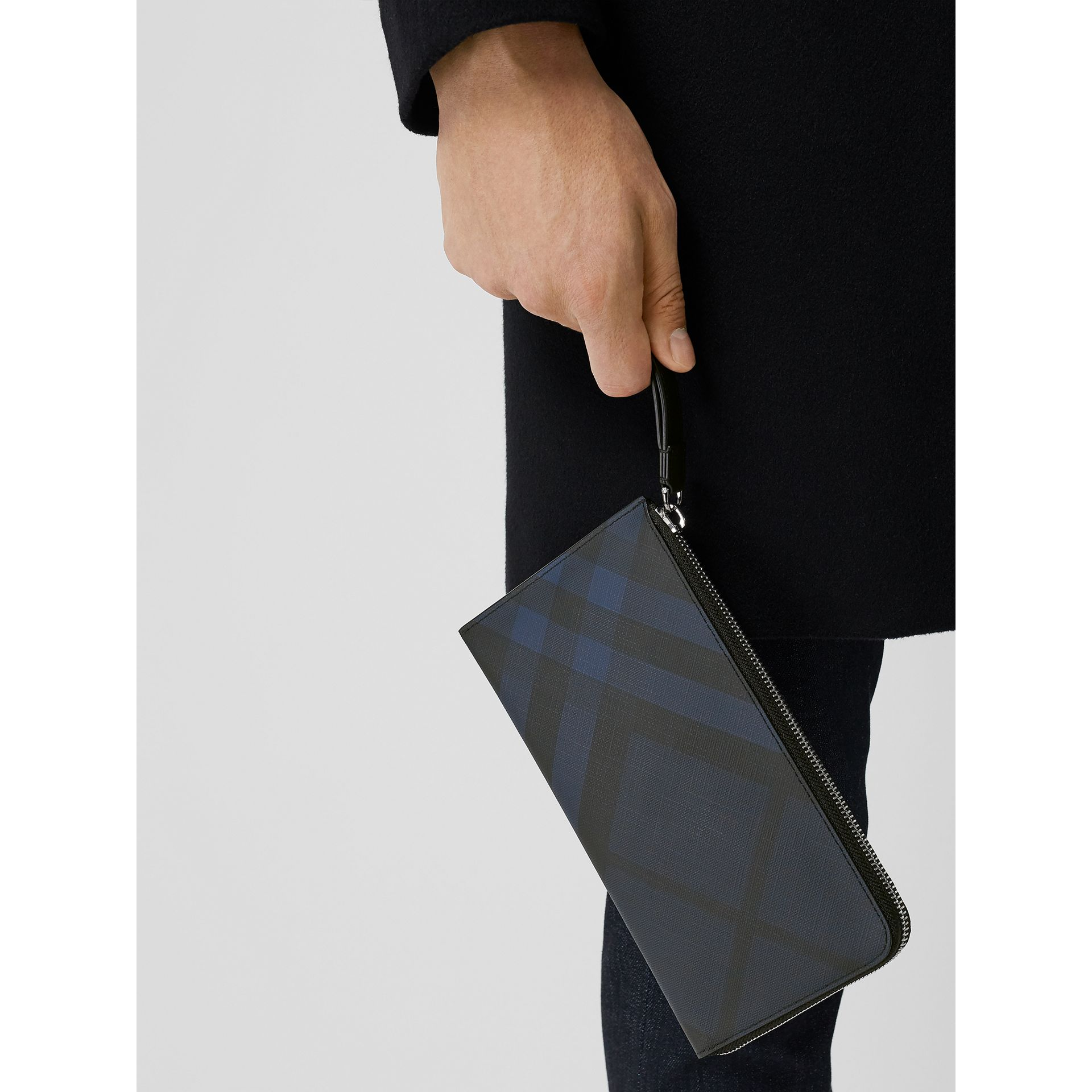 London Check and Leather Travel Wallet in Navy/black - Men | Burberry Hong Kong S.A.R - gallery image 2