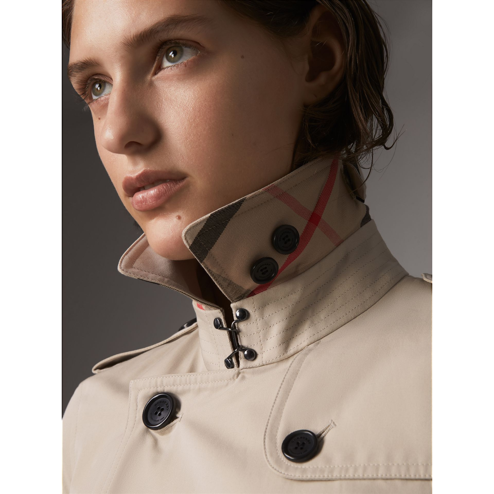 The Kensington – Extra-long Heritage Trench Coat in Stone - Women | Burberry - gallery image 5