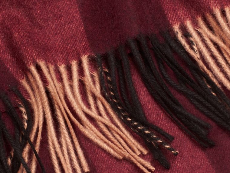 Check Cashmere Blanket in Claret | Burberry United Kingdom - cell image 1