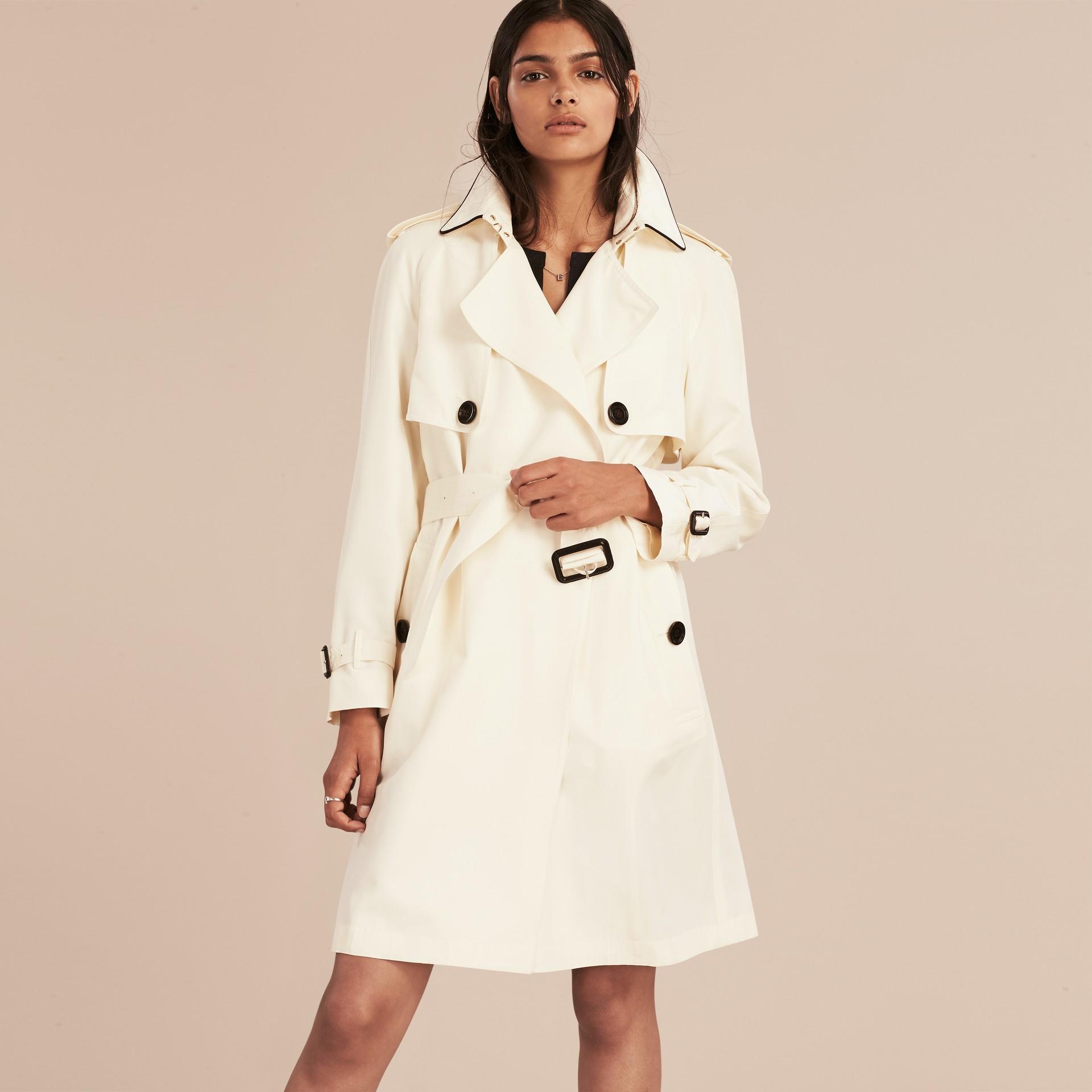 Parchemin Trench-coat en soie avec détails oversize Parchemin - photo de la galerie 6