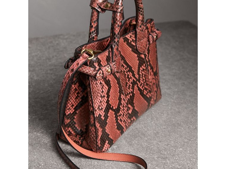 The Banner piccola in pelle di pitone (Peonia) - Donna | Burberry - cell image 4