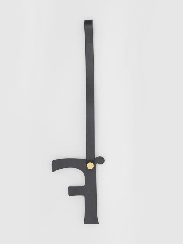 Ciondolo a forma di F in pelle con borchie (Nero/oro Chiaro) | Burberry - cell image 2