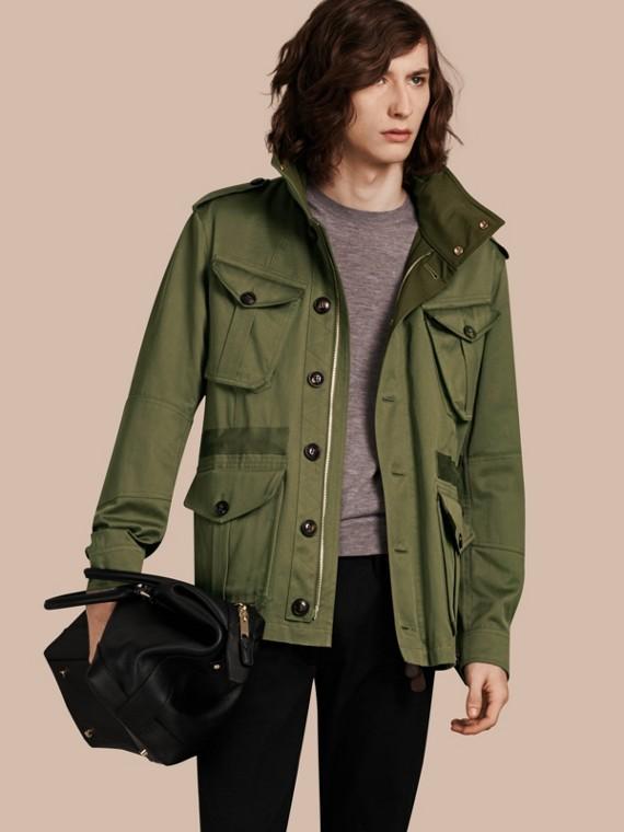 Jaqueta estilo militar de algodão com capuz