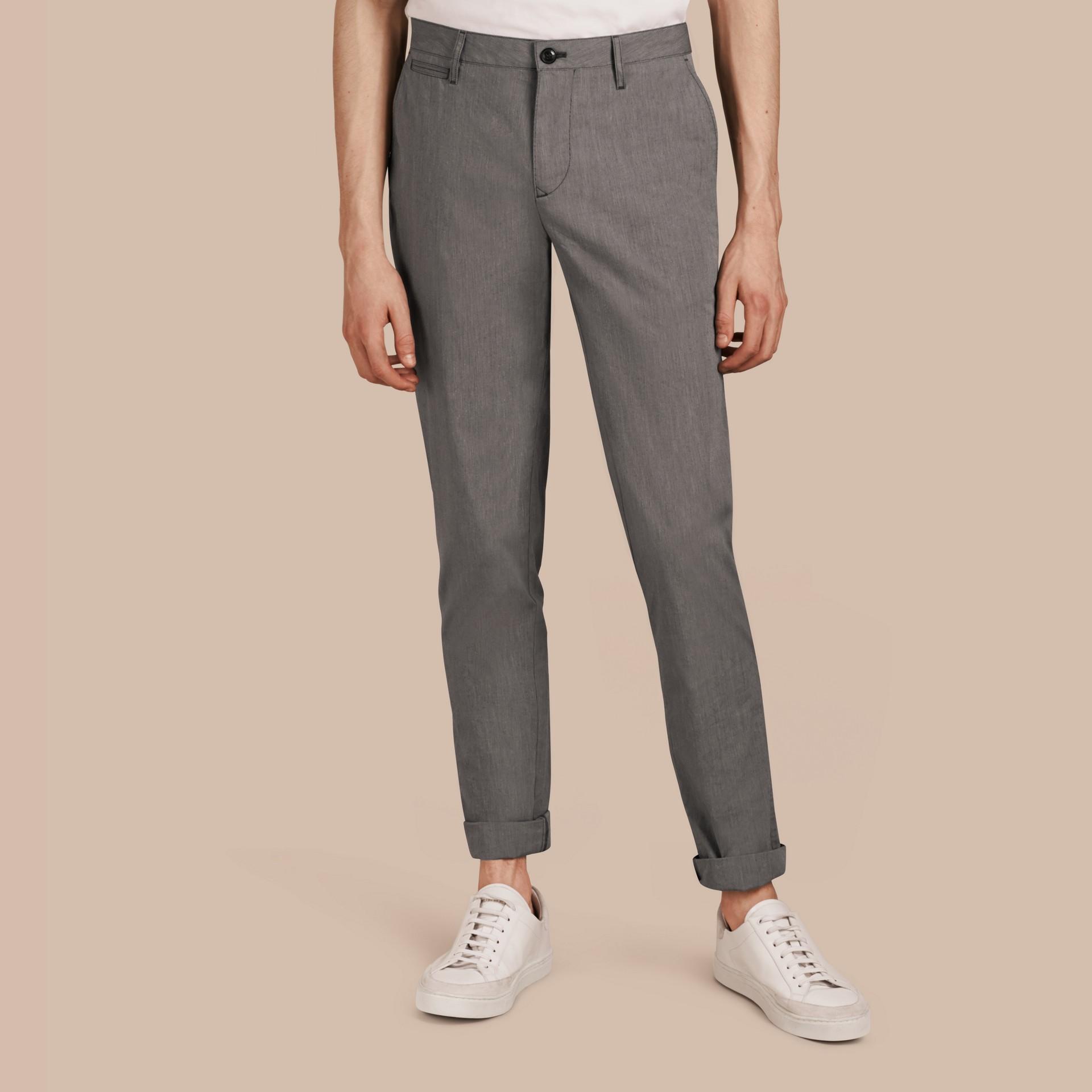 Gris oscuro Pantalones entallados en algodón - imagen de la galería 1