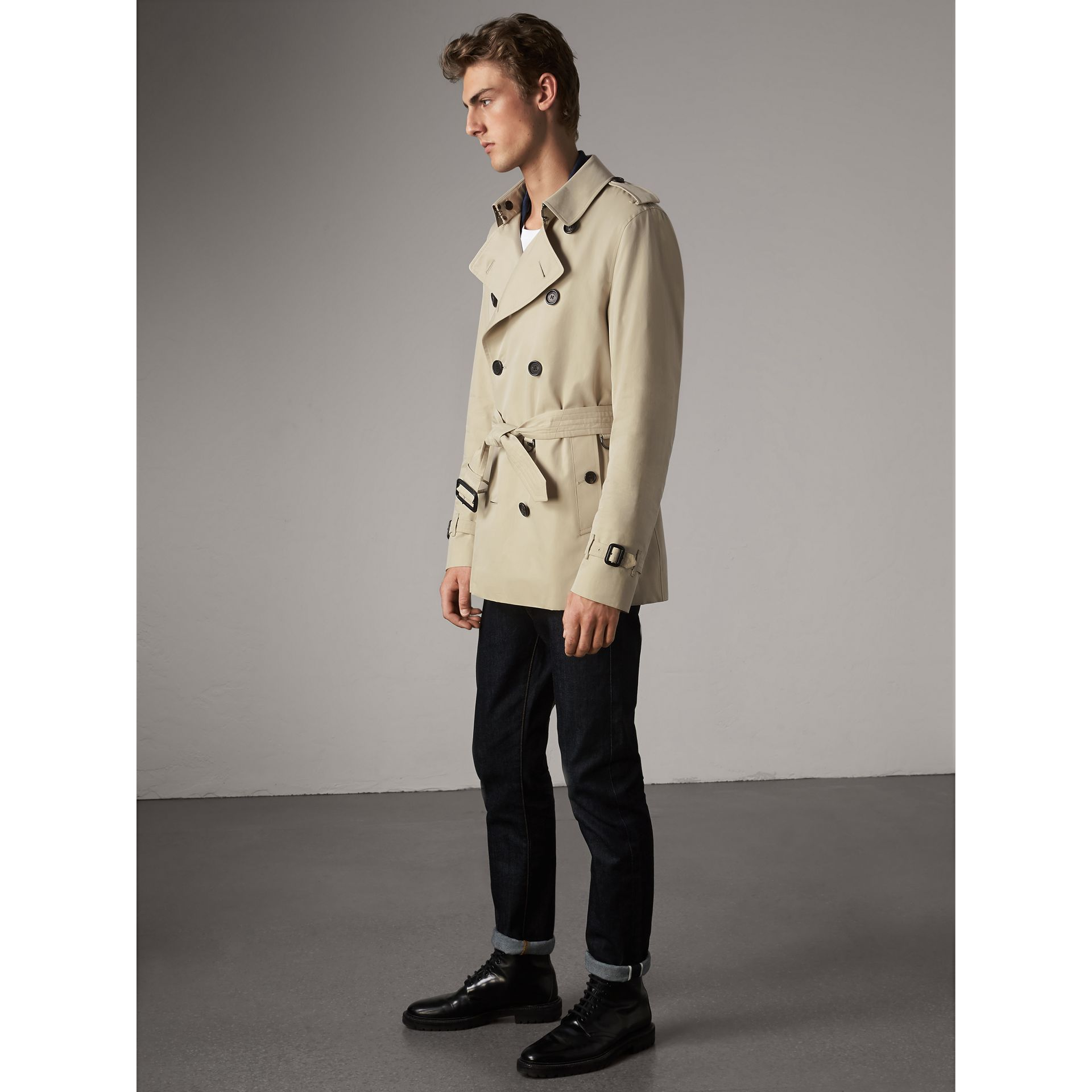The Kensington – Short Trench Coat in Stone - Men | Burberry United Kingdom - gallery image 7