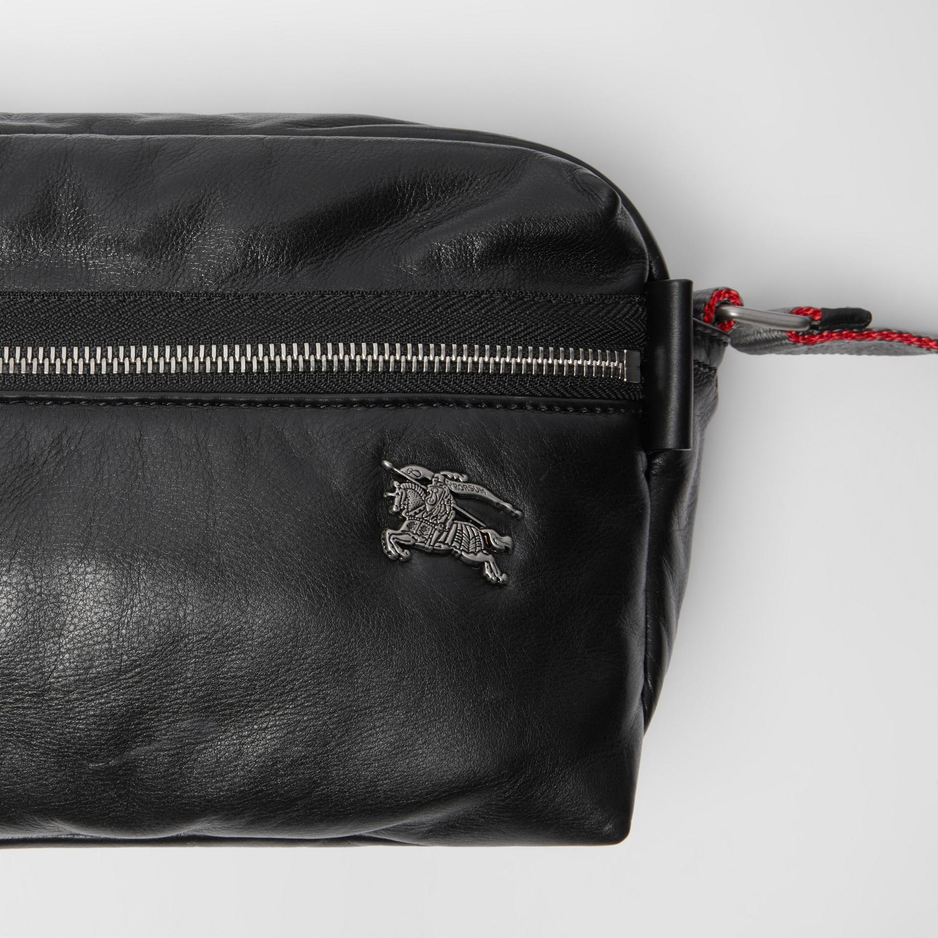 Bolsa transversal em couro nappa com emblema Equestrian Knight (Preto) - Homens | Burberry - galeria de imagens 1
