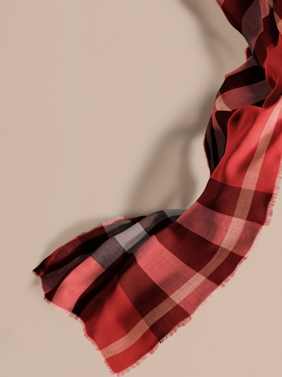 The Lightweight Cashmere Scarf in Check Parade Red