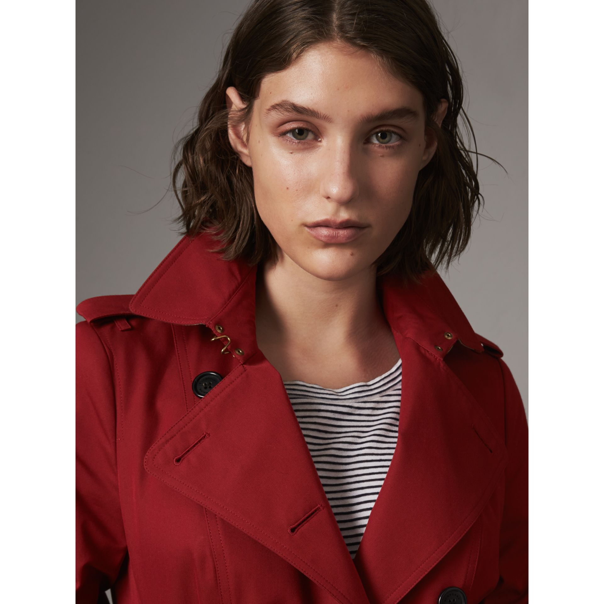 The Sandringham – Short Heritage Trench Coat in Parade Red - Women | Burberry - gallery image 7