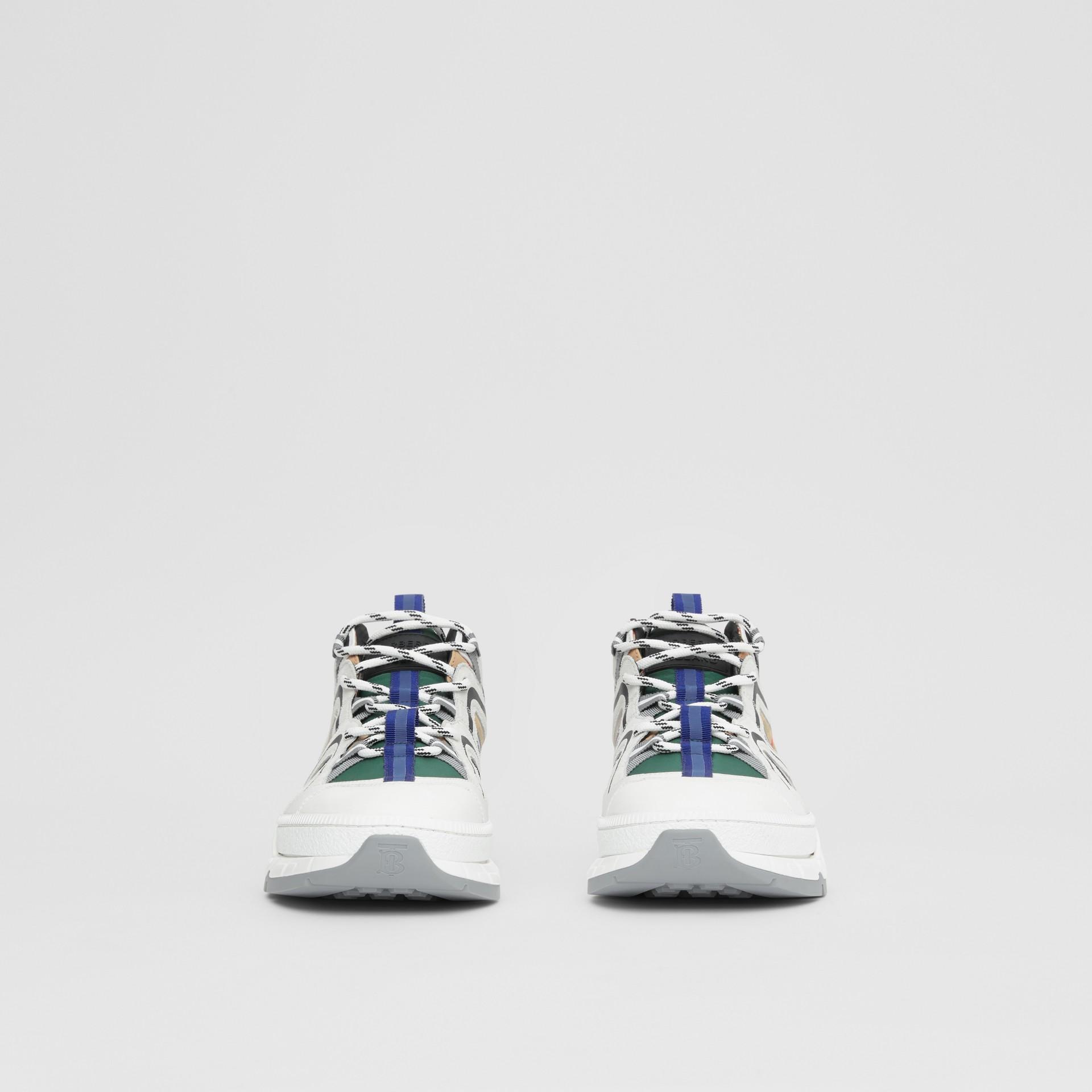 スエード ヴィンテージチェック&ナイロン ユニオン スニーカー (アーカイブベージュ) - メンズ | バーバリー - ギャラリーイメージ 2