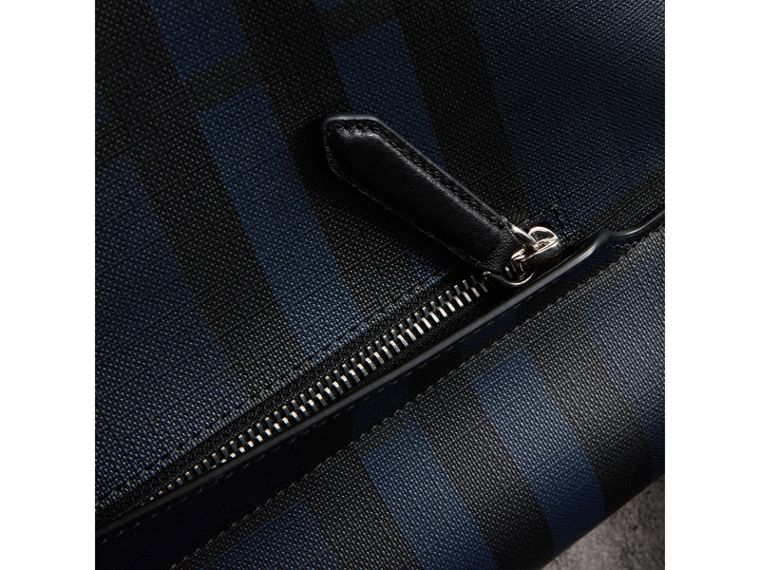Bolso messenger grande en tejido de London Checks (Azul Marino / Negro) | Burberry - cell image 1