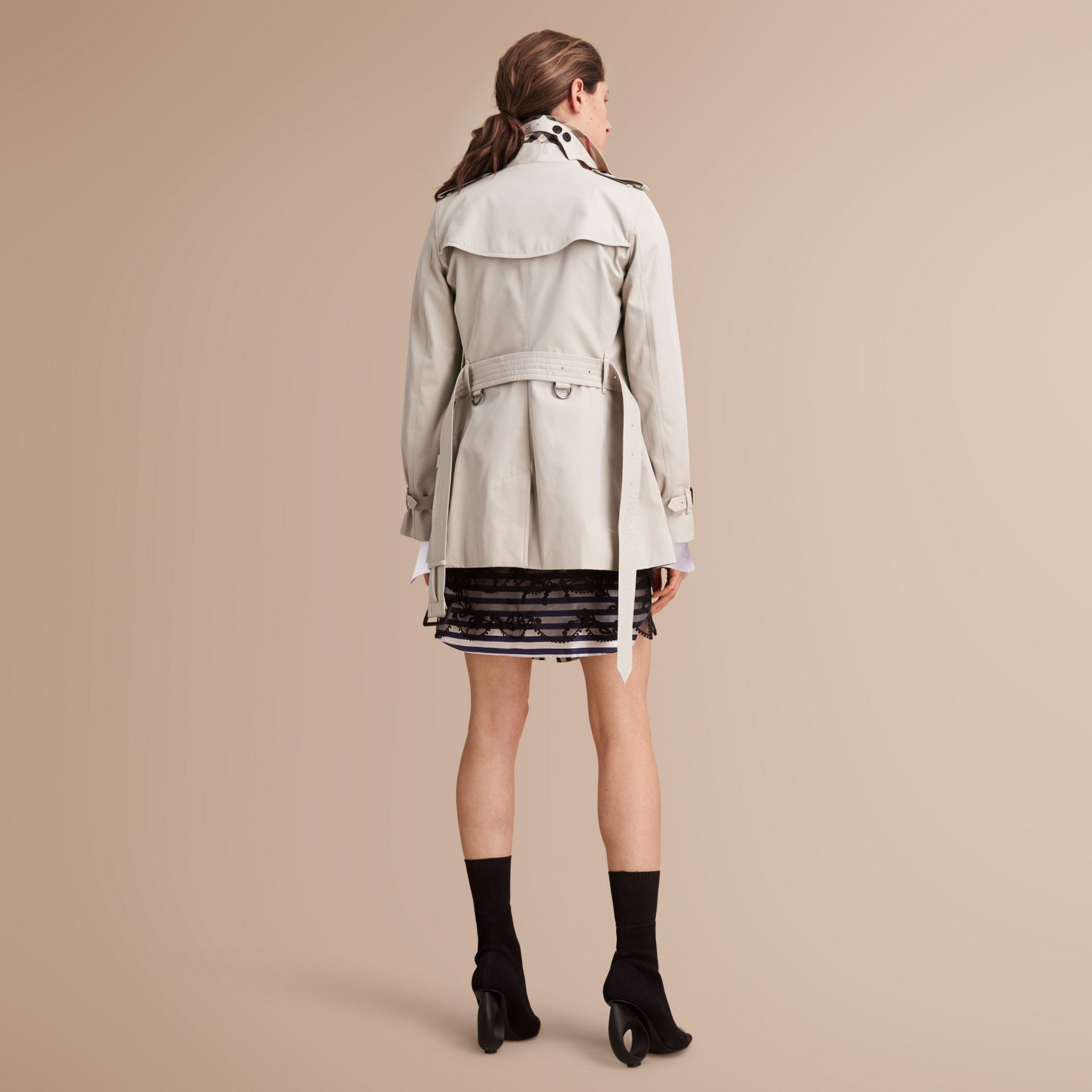 The Kensington – Short Heritage Trench Coat in Stone - Women | Burberry - gallery image 3