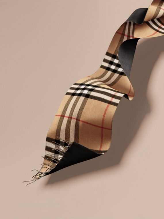Reversible Check Cashmere and Block-colour Scarf in Camel/charcoal