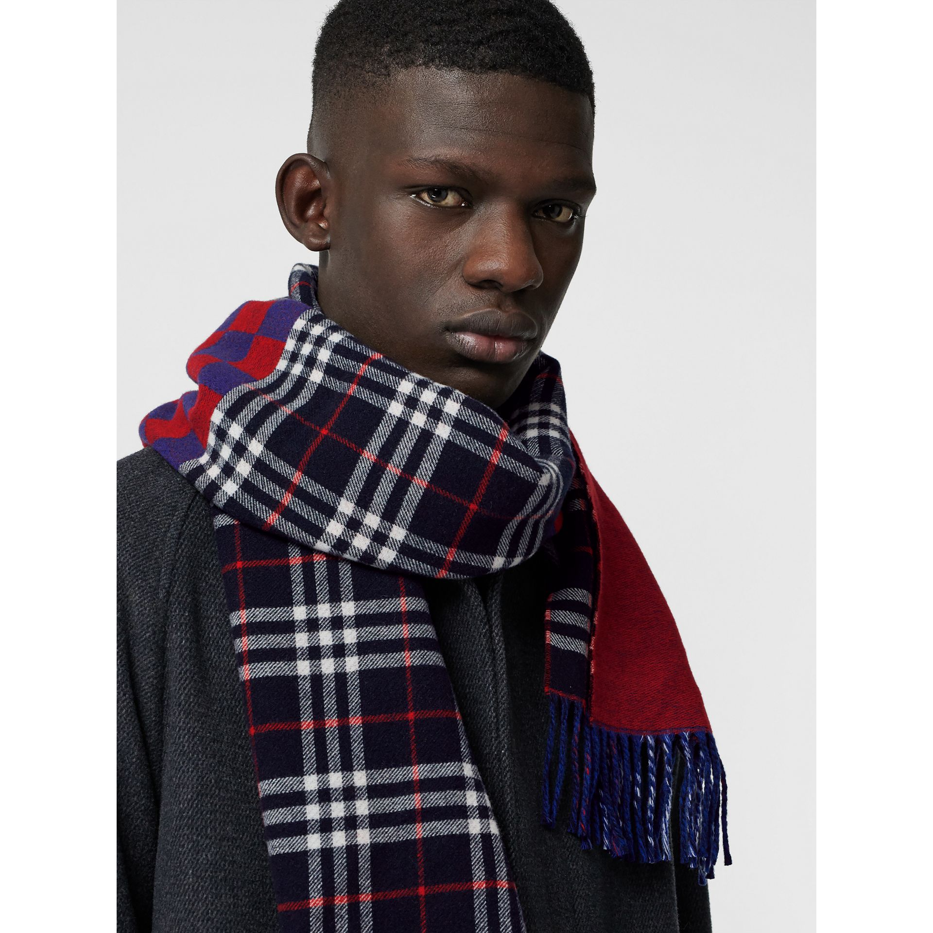 Reversible Graphic and Check Wool Cashmere Scarf in Navy | Burberry - gallery image 6