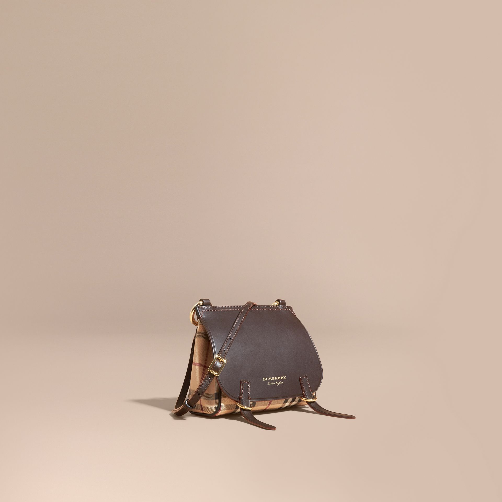 Sac The Baby Bridle en cuir et tissu Haymarket check (Marron Girofle Sombre) - Femme | Burberry - photo de la galerie 1