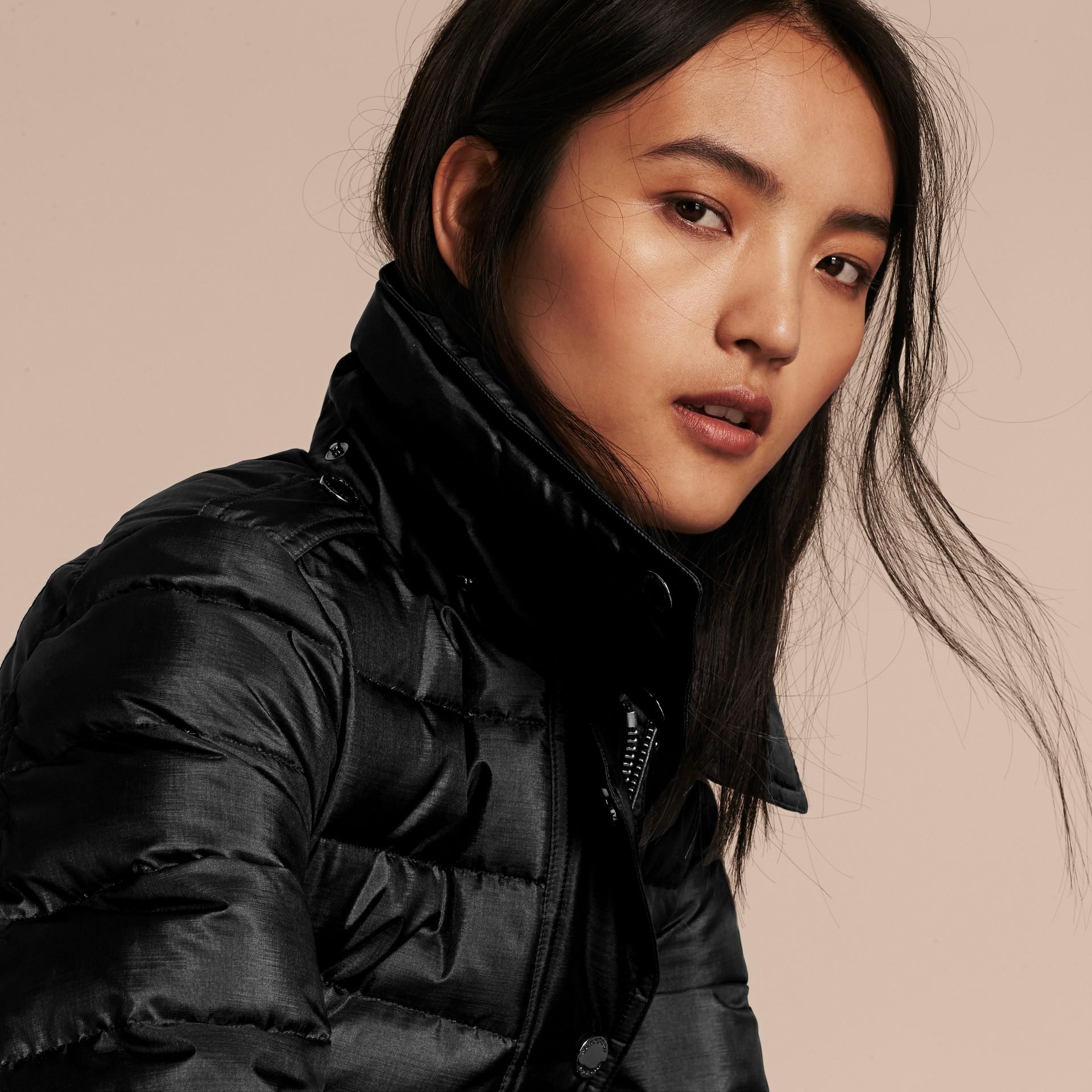 Черный Пуховое пальто с меховой опушкой Черный - изображение 5