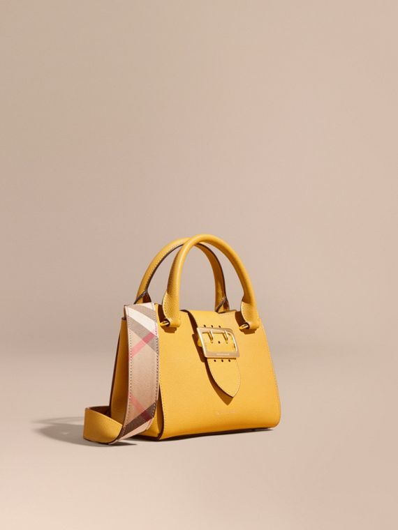 Borsa tote The Buckle piccola in pelle a grana Paglia Brillante