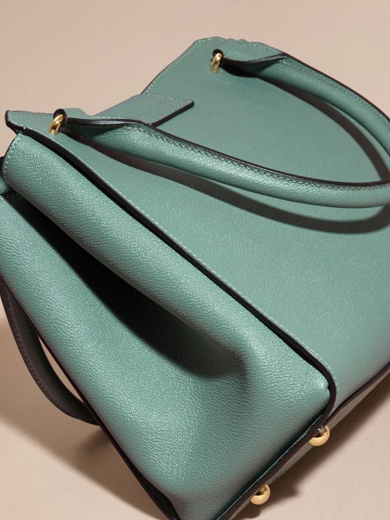 Eucalyptus green The Medium Buckle Tote in Grainy Leather Eucalyptus Green - cell image 3