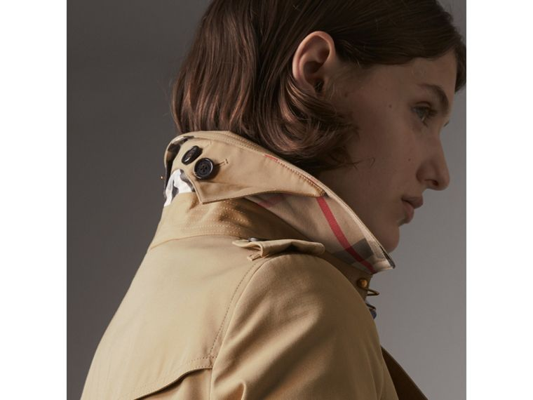 The Chelsea – Long Heritage Trench Coat in Honey - Women | Burberry Australia - cell image 1