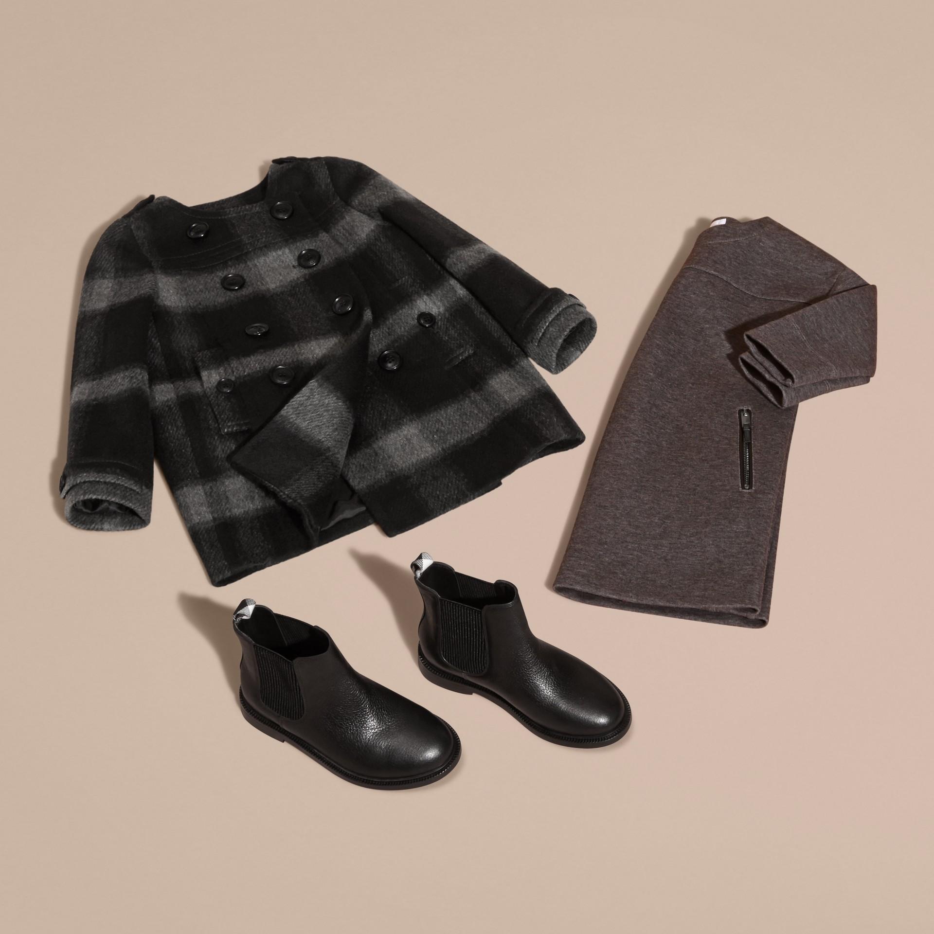 Nero fumo scuro Cappotto senza colletto in misto lana con motivo check - immagine della galleria 5