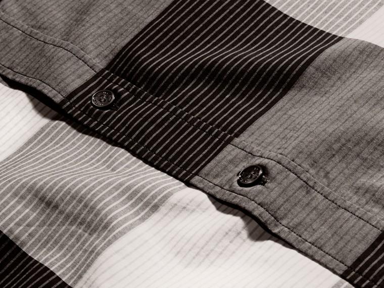 Schwarz Baumwollhemd mit grafischem Check-Muster Schwarz - cell image 1
