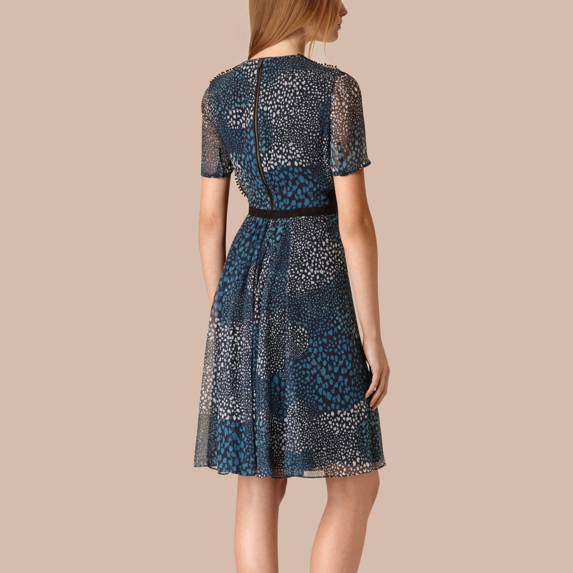 Azul nanquim Vestido de crepe de seda com detalhe de pompons - galeria de imagens 2