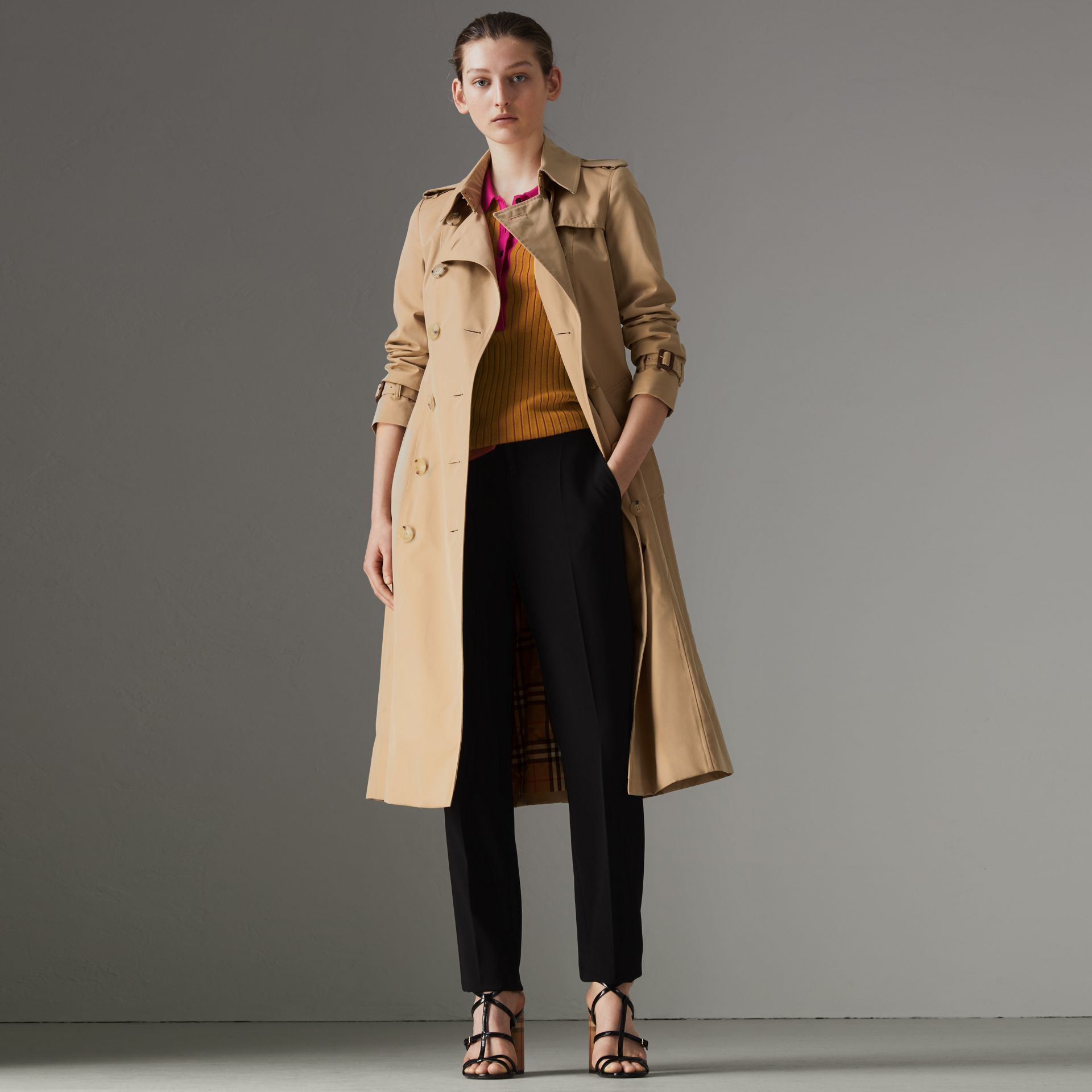 The Long Chelsea Heritage Trench Coat in Honey - Women | Burberry Canada - gallery image 7