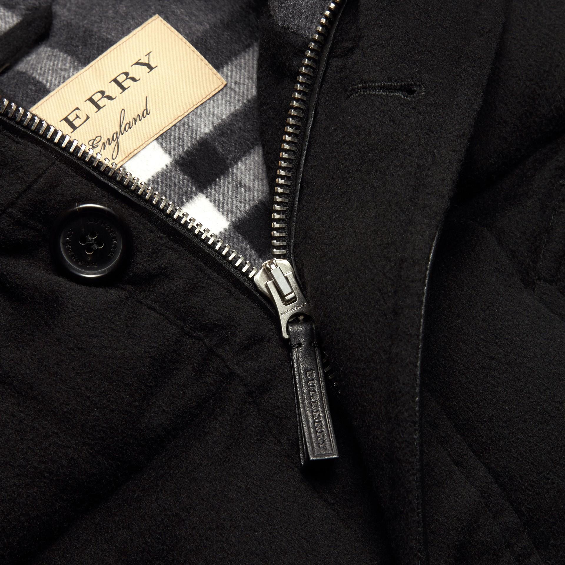 Noir Parka en cachemire rembourrée avec bordure en fourrure amovible Noir - photo de la galerie 2