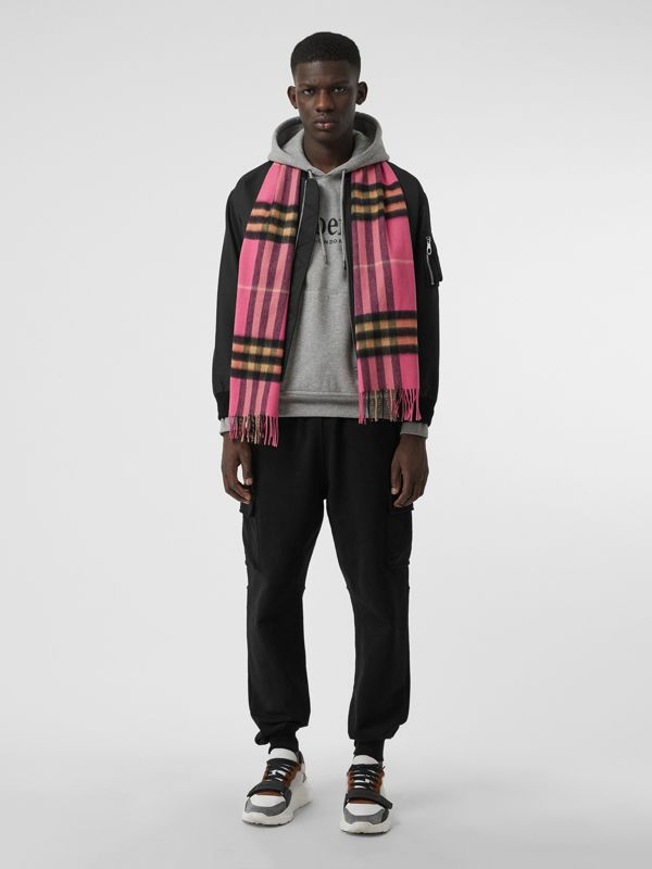 The Classic Cashmere Scarf in Check in Bright Rose | Burberry Australia - cell image 3