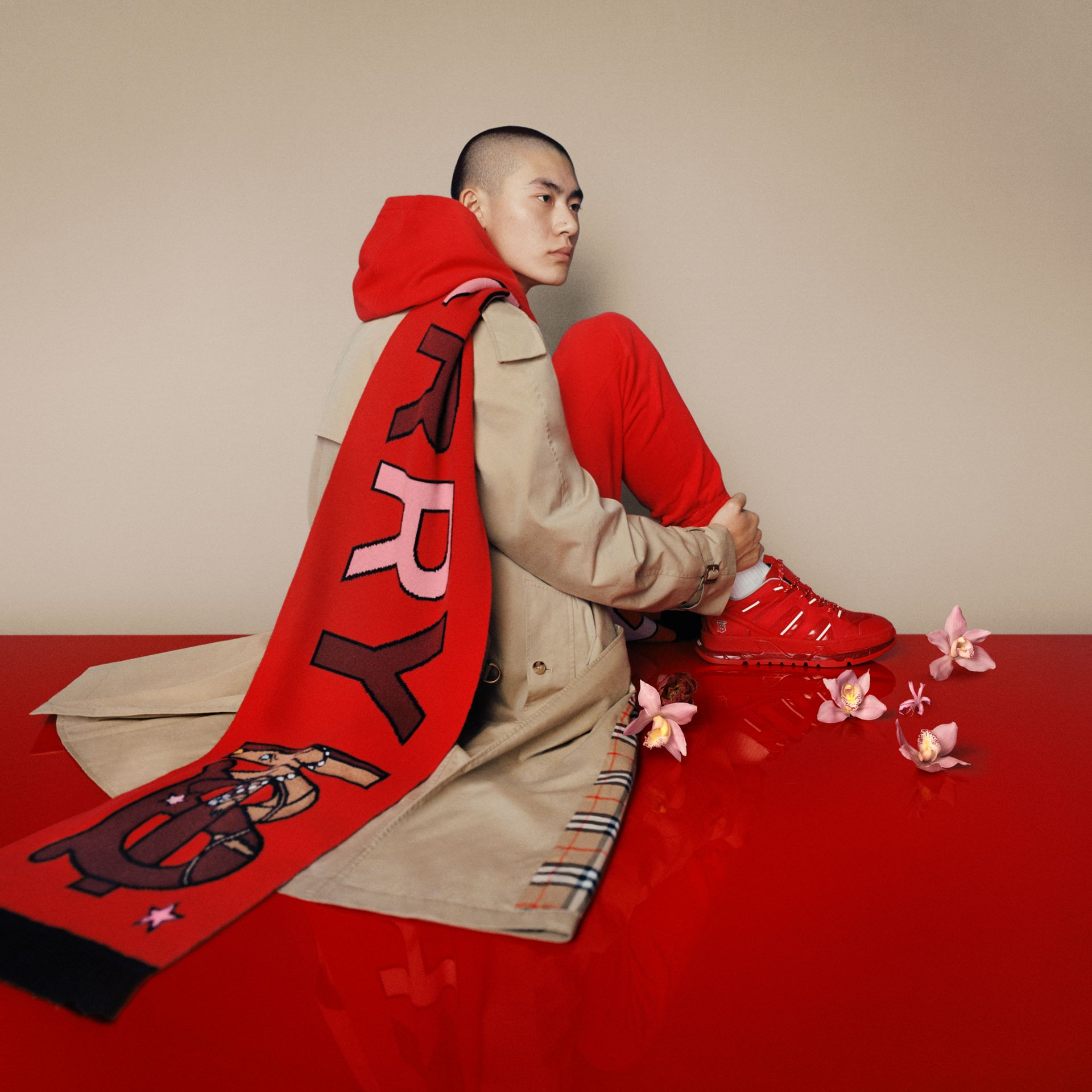Logo and Monogram Motif Intarsia Cashmere Scarf in Bright Red | Burberry United Kingdom - gallery image 1