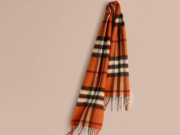 Burnt orange The Mini Classic Cashmere Scarf in Check Burnt Orange - cell image 4