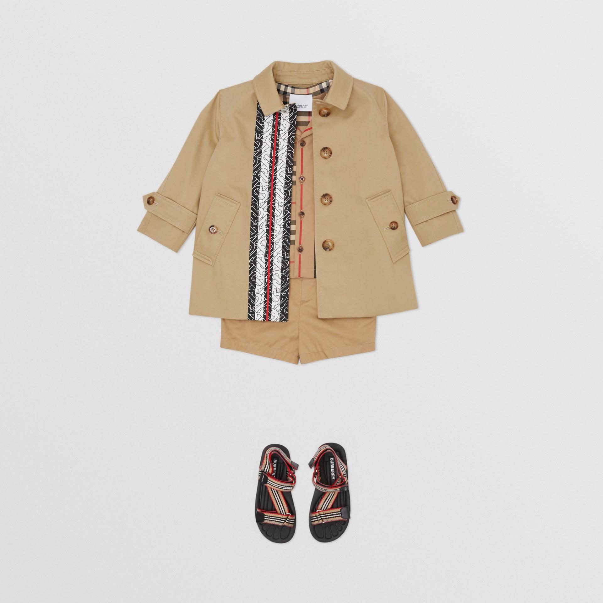 Kurzmantel aus Baumwolle mit Monogrammmuster im Streifendesign (Honiggelb) - Kinder | Burberry - Galerie-Bild 3