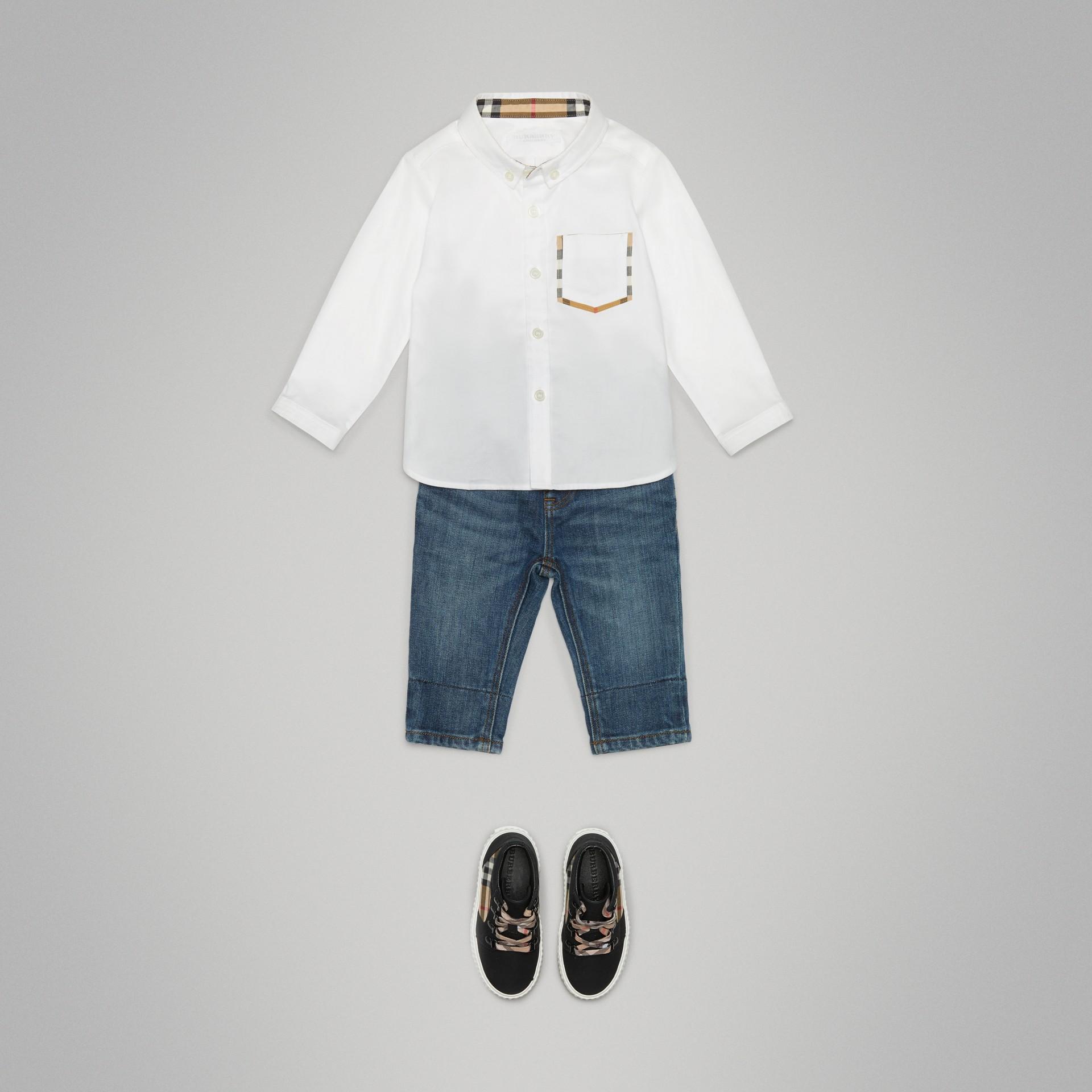 Camisa Oxford de algodão com detalhe xadrez (Branco) - Crianças | Burberry - galeria de imagens 2