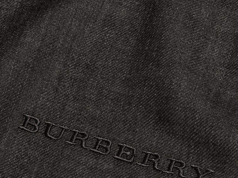 The Lightweight Cashmere Scarf in Charcoal | Burberry - cell image 4