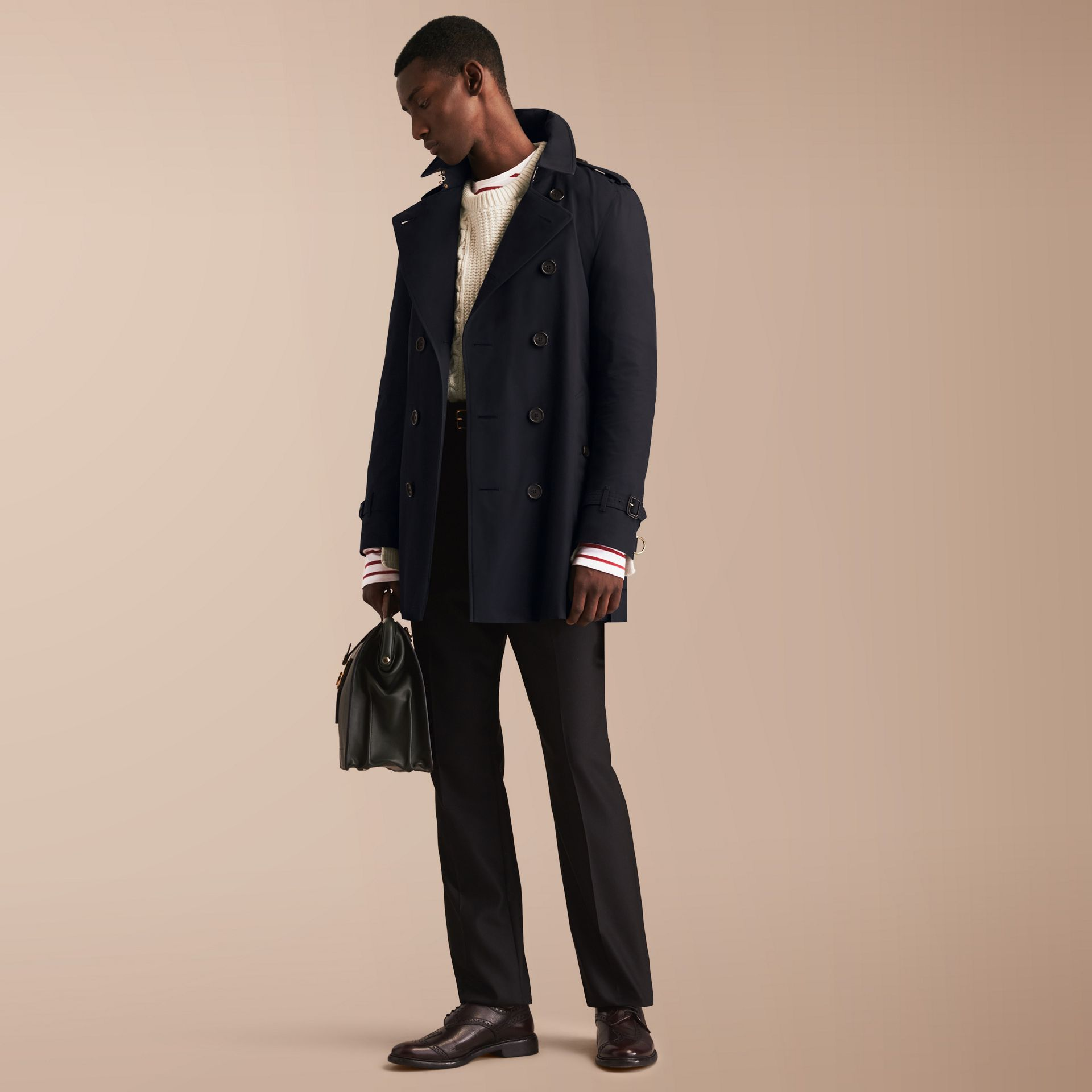 The Kensington – Mid-length Heritage Trench Coat in Navy - Men | Burberry - gallery image 1
