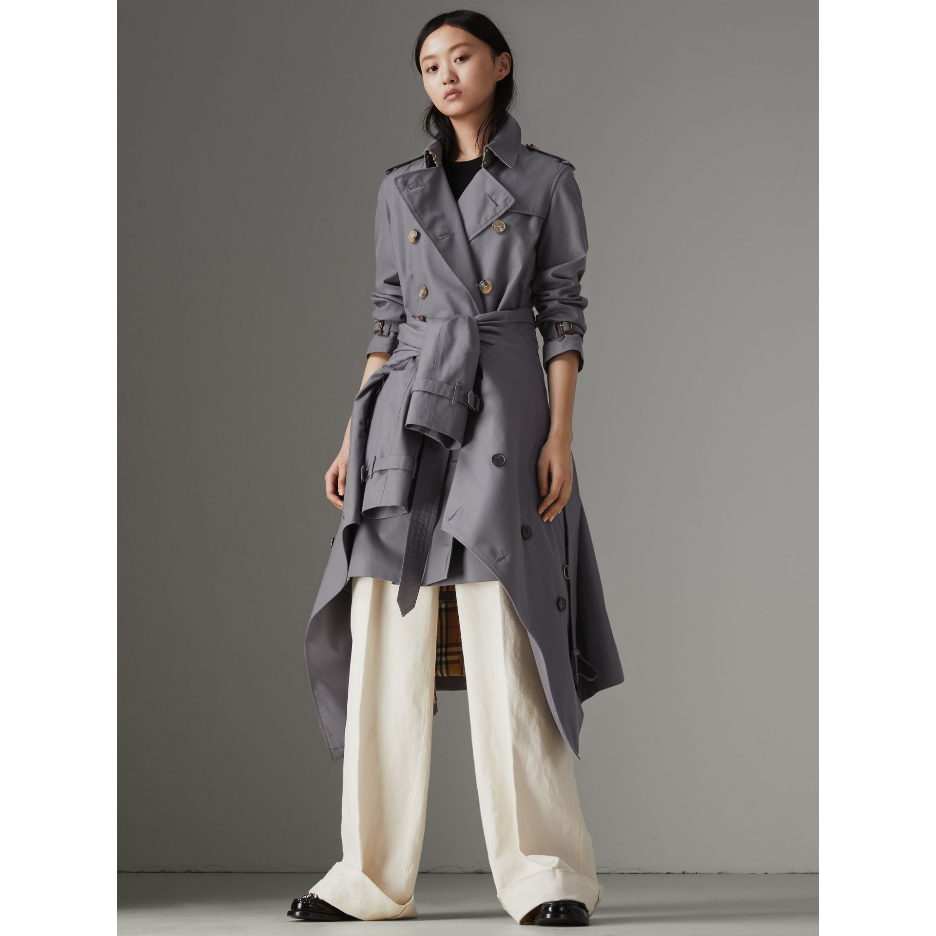 The Kensington Heritage Trench Coat in Mid Grey - Women | Burberry - gallery image 7