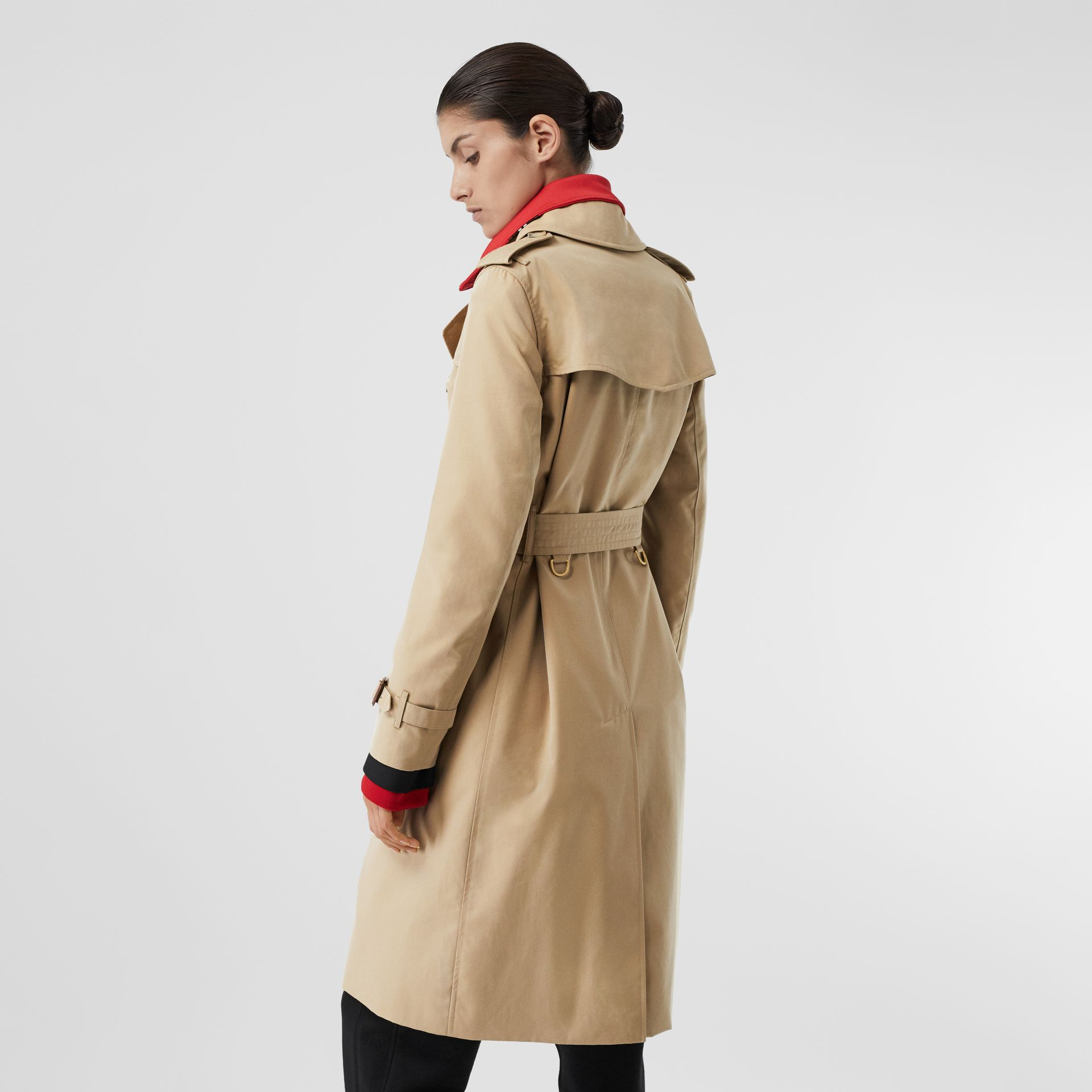 The Long Kensington Heritage Trench Coat in Honey - Women | Burberry United Kingdom - gallery image 2