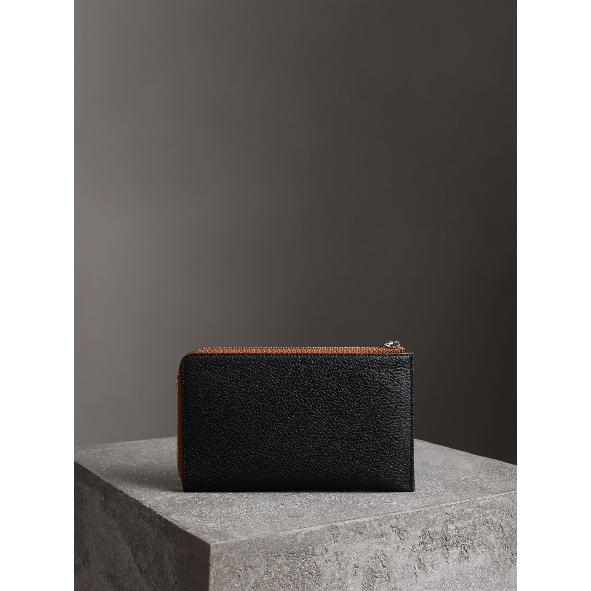 Two-tone Grainy Leather Travel Wallet in Black - Men | Burberry Australia - gallery image 4