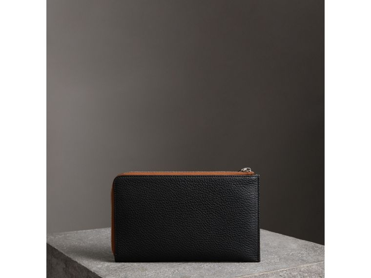 Two-tone Grainy Leather Travel Wallet in Black - Men | Burberry United Kingdom - cell image 4