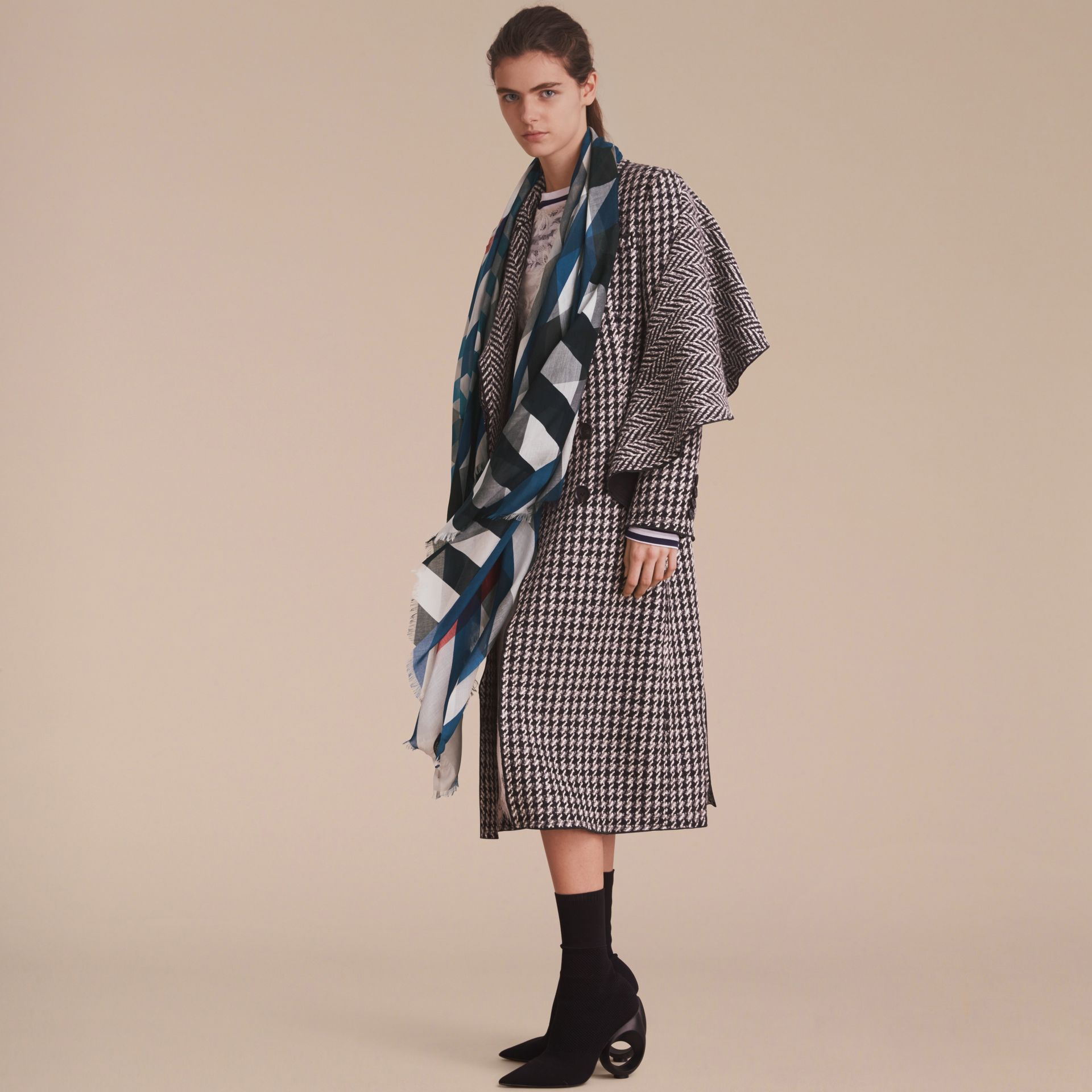 Check and Stripe Modal Cashmere Silk Scarf in Indigo/stone - Women | Burberry - gallery image 3
