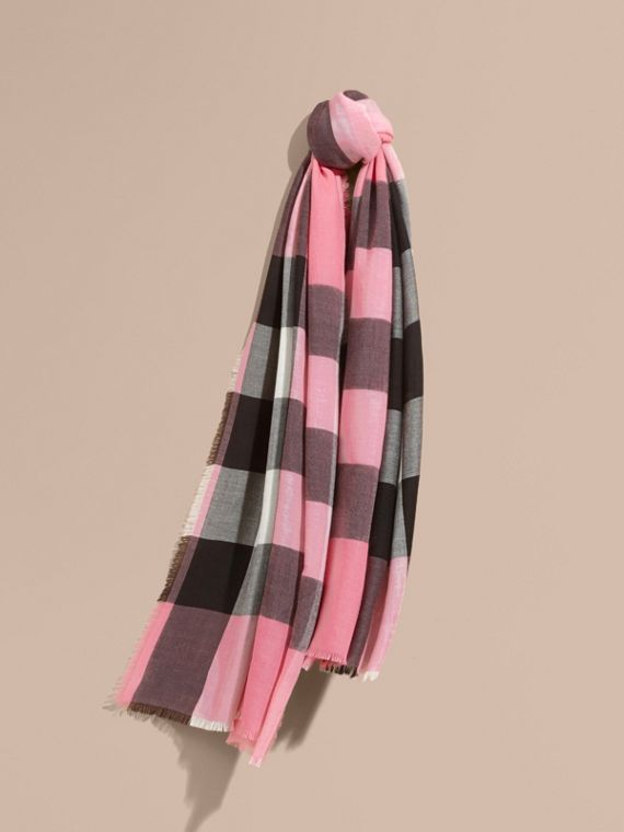 The Lightweight Cashmere Scarf in Check Rose Pink