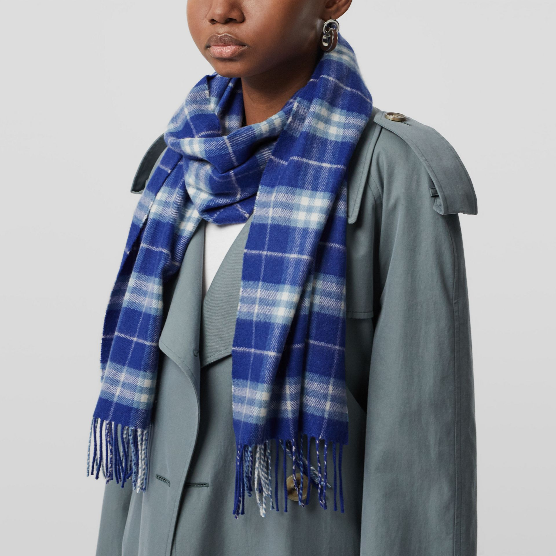 The Classic Vintage Check Cashmere Scarf in Bright Lapis | Burberry - gallery image 3