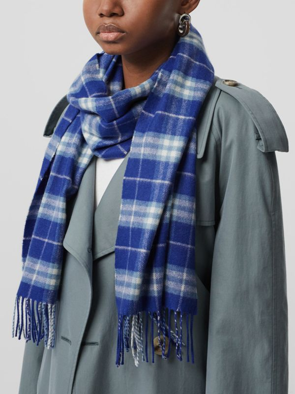 The Classic Vintage Check Cashmere Scarf in Bright Lapis | Burberry - cell image 3