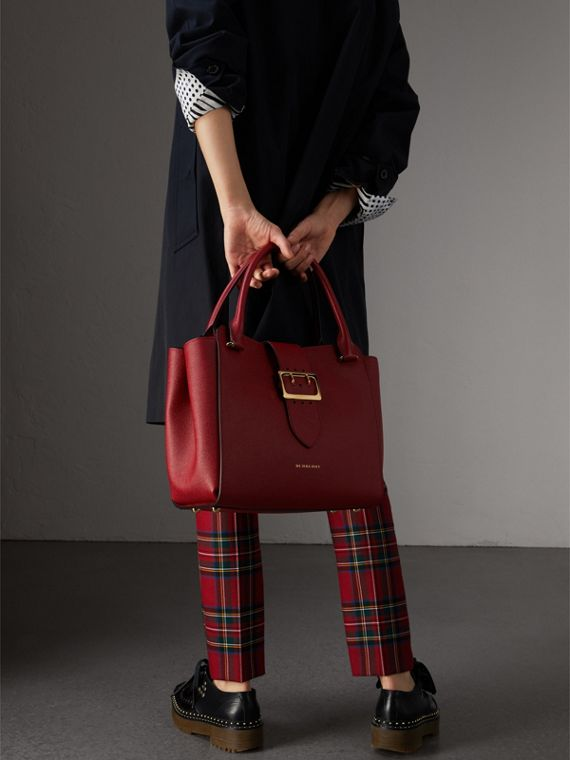 The Medium Buckle Tote in Grainy Leather in Parade Red - Women | Burberry Australia - cell image 2