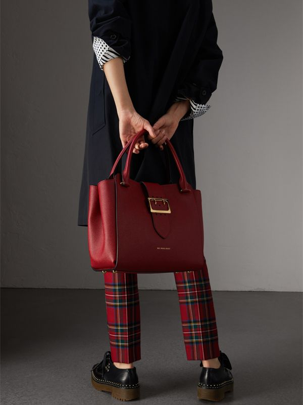 The Medium Buckle Tote in Grainy Leather in Parade Red - Women | Burberry - cell image 2