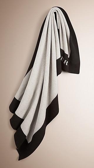 Couverture en laine et cachemire à bordure contrastante