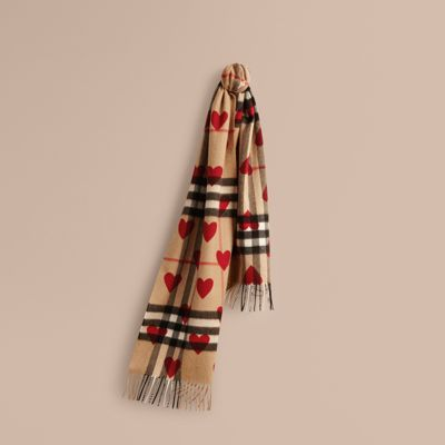 the classic scarf in check and hearts in parade