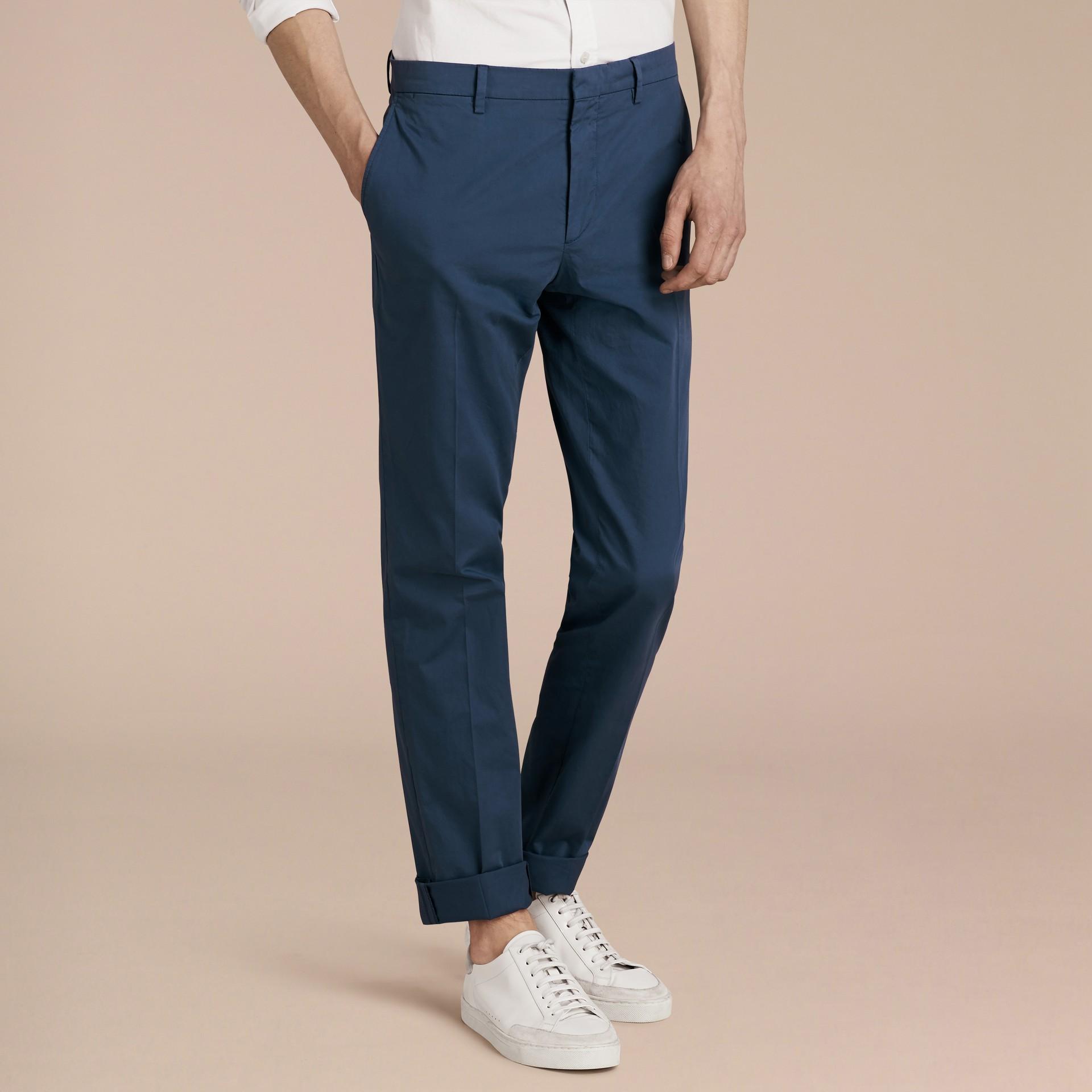 Яркий голубовато-стальной Узкие брюки из эластичной ткани Яркий Голубовато-стальной - изображение 6