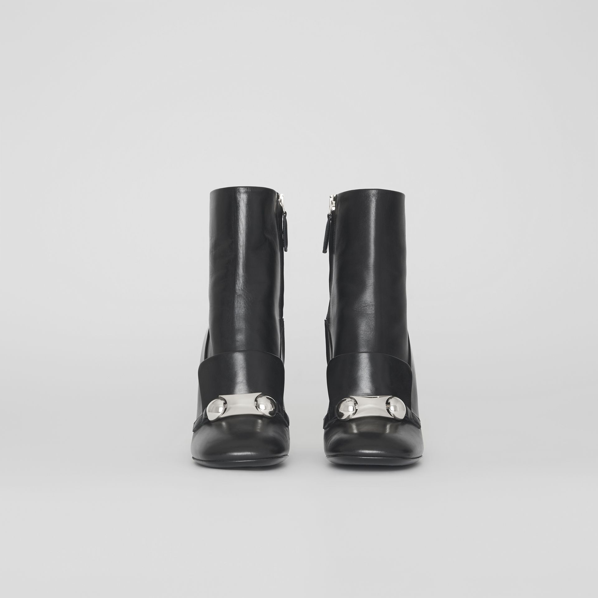Bottines en cuir avec bride cloutée (Noir) - Femme | Burberry Canada - photo de la galerie 2
