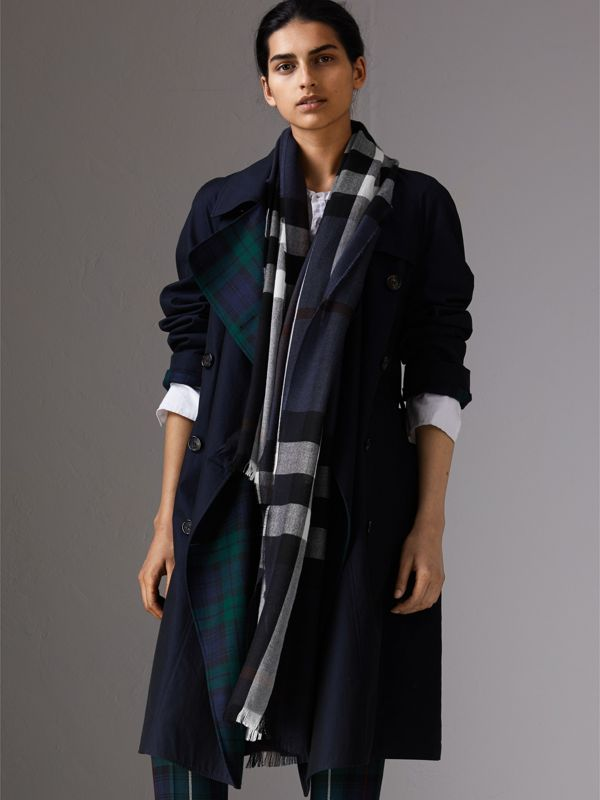 Lightweight Check Wool Cashmere Scarf in Navy | Burberry Singapore - cell image 2