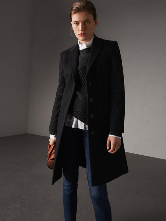 Körperbetonter Mantel aus Wolle und Kaschmir (Schwarz)